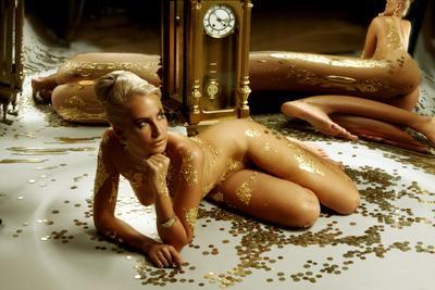Время-деньги золото, зеркало, монеты, деньги, часы, время,