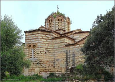 Среди зарослей Греция Афины церковь заросли Святых Апостолов Солакиса