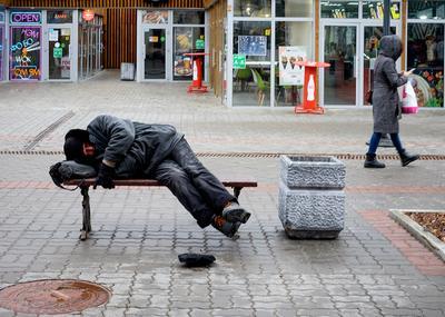Жизнь городская... март город улица