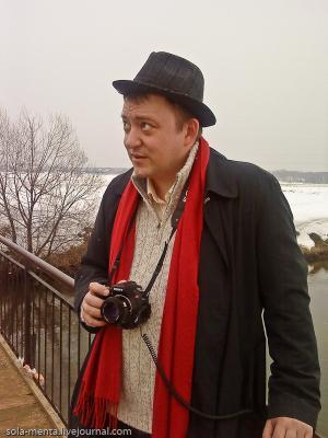 Деревенский репортёр фотограф, репортёр, портрет, деревенский, деревня, весна, мост, удивление, шляпа, красный шарф