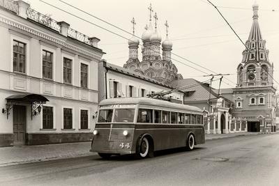 Москва 1930х. троллейбус ЯТБ-1 Москва Мосгортранс Большая Полянка храм Григория Неокесарийского