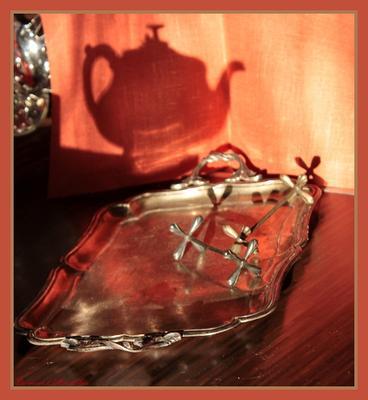 Натюрморт на кухне чайник, поднос