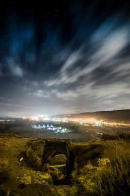 Ночь над пещерным городом ночь пейзаж
