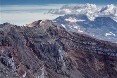Вулкан в разрезе. Камчатка вулкан кратер Горелый Мутновский