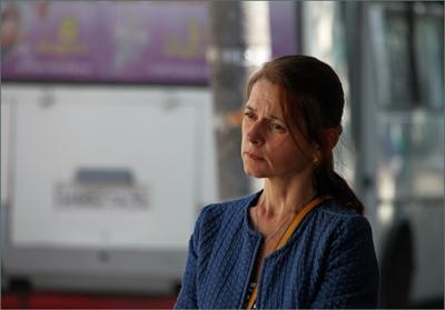 В ожидании автобуса... Женщина