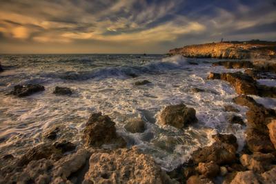 """Вечер в """"Голубой бухте"""" море вечер закат облака крым севастополь.прибой"""