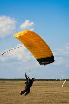 Swoop парашют парашютист парашютизм skydive skydiving скорость небо люди экстрим спорт обучение облака горизонт