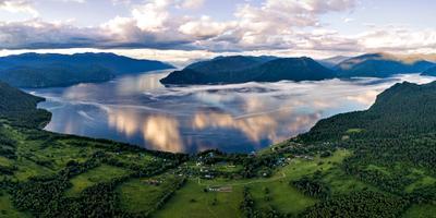 Телецкие рассветы и туманы. Алтай Телецкое озеро облака отражение туман