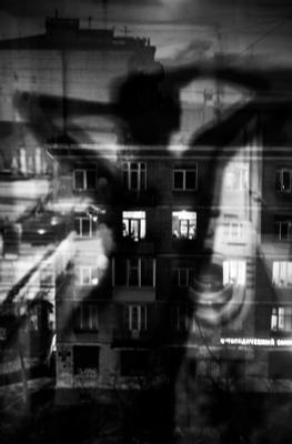 автопортрет девушка окна ночь