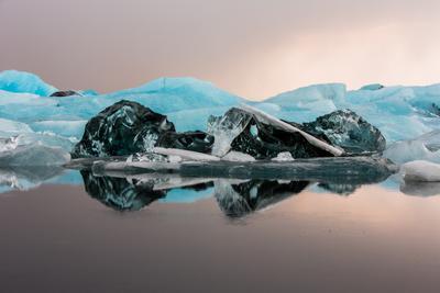 Ледяные бусы исландия лед ледник отражение голубой