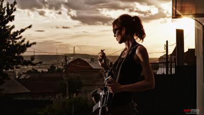 Земля лишних девушка оружие постапокалипсис винтовка