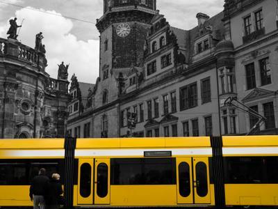 Желтое движение желтый никон трамвай дрезден германия архитектура трамспорт