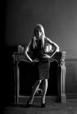 Галина студия девушка платье черно-белое взгляд свет тень