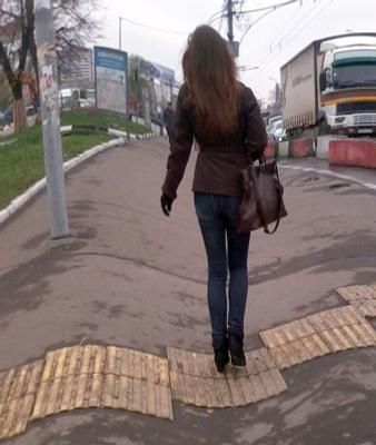 девушка-птица девушка волосы джинсы сумка улица