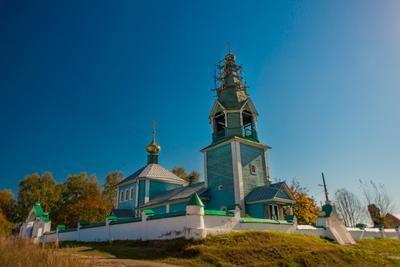 Деревянная цековь церковь небо осень