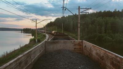 Уезжаю. товарняк вагоны уголь закат природа путешествие опасно железнаядорога жд