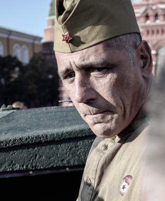 """И """"снова на Красной"""" 7 ноября красная площадь парад солдат"""