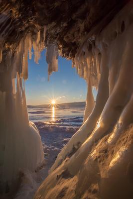 Закат на Байкале Байкал лед солнце грот пещера сосульки зима