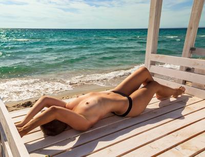 Июль ню грудь обнаженная пляж море июль