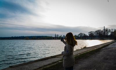 Гармония человека и природы природа красота девушка пейзаж озеро небо