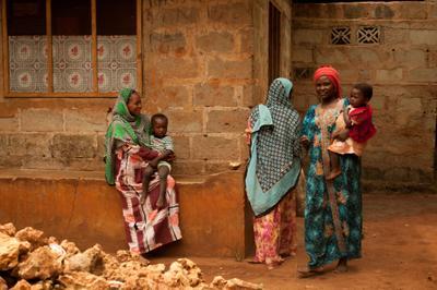 *** день в селе *** женщина мать дитя Африка Занзибар семья дети ребенок село бедность