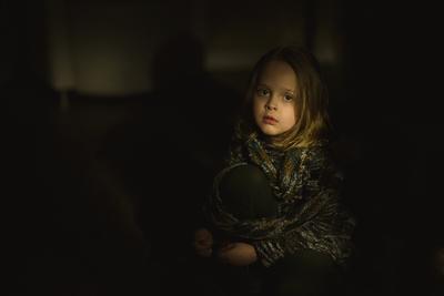 *** ребенок тьма фонарь