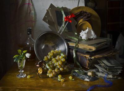 Натюрморт с цветком морозника цветы морозник виноград