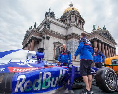 STR14, механики Toro Rosso в Санкт-Петербурге СПб ToroRosso