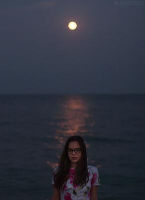 Последние дни лета. полнолуние море вечер темно Одесса девушка август лето