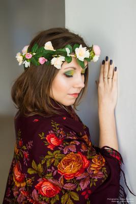 Русская красавица русская красавица девушка в платке