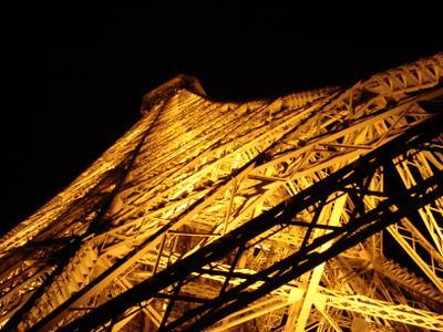 Снизу вверх. Эйфелева башня Париж