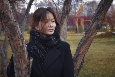 Осенняя сказка Тани девушка листья осень