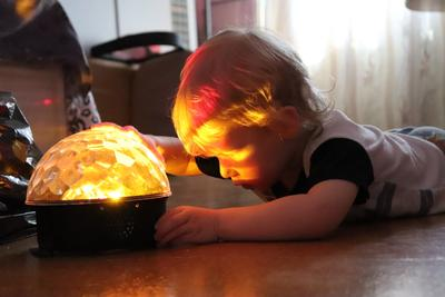 Заглядывая в сказку ребенок цветомузыка сказка