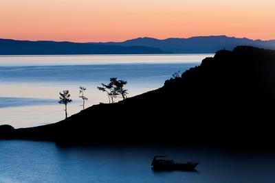 Единение человека с природой байкал ольхон рассвет пейзаж краски солнце слои вода море тени корабль