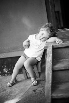 Батарейка на подзарядке... девочка ребенок усталость