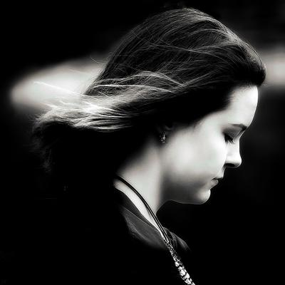 Портрет девочки Девочка подросток светотень лицо профиль ч б драма переходный возраст