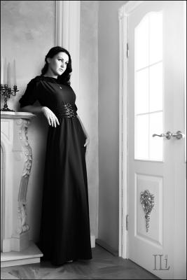 За дверью Девушка дверь платье