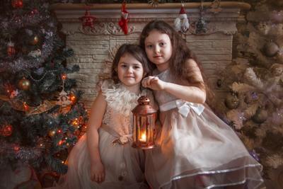 Вечер у камина рождество сестрёнки семья любовь новый год ёлка вечер у камина