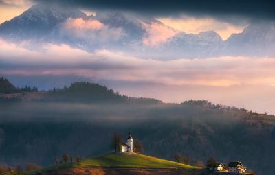 Утро у святого Фомы горы утро облака церковь небо
