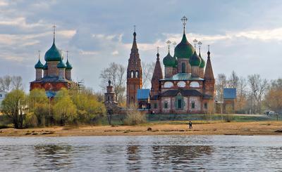 Храмовый комплекс Коровники. Волга