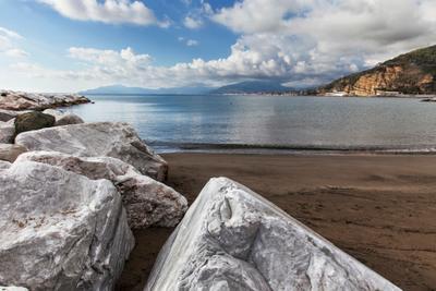 Пляж пляж песок камень небо облака вода синий