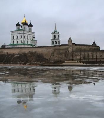 Троицкий собор Псковского кремля собор, река