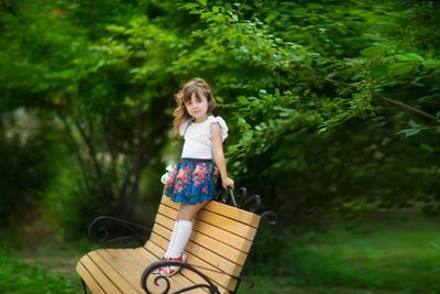 *** девочка парк летнее утро ветер