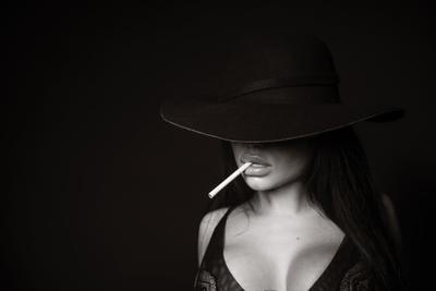 No Smoking Девушка портрет фигура силует