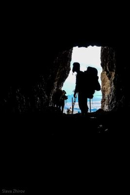 *** горы турист пещера силуэт