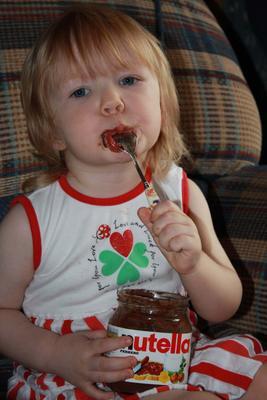 шоколадная паста, ложка, вкусно, девочка