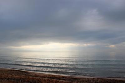 Пасмурно, с прояснениями... крым евпатория море непогода