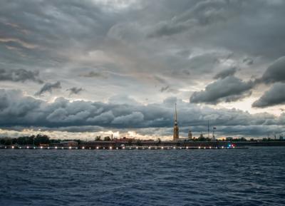 Тучи над Невой Санкт-Петербург Нева тучи Петропавловская крепость