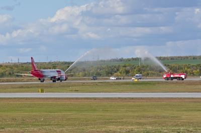 Водяная арка как рукопожатие самолёт redwings GSV гагарин аэропорт арка вода