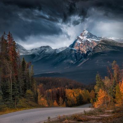Timekeeper / Хранитель времени горы осень небот тучи канада mountain sky clouds canada alberta 1pro.photo
